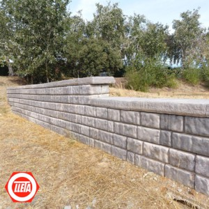Muro de bloques en parque Cuartillo de Cáceres